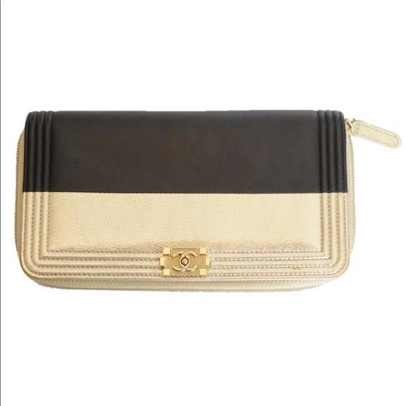 CHANEL Handbags - CHANEL BLACK & GOLD CLUTCH ENTRUPY AUTHENTICATED